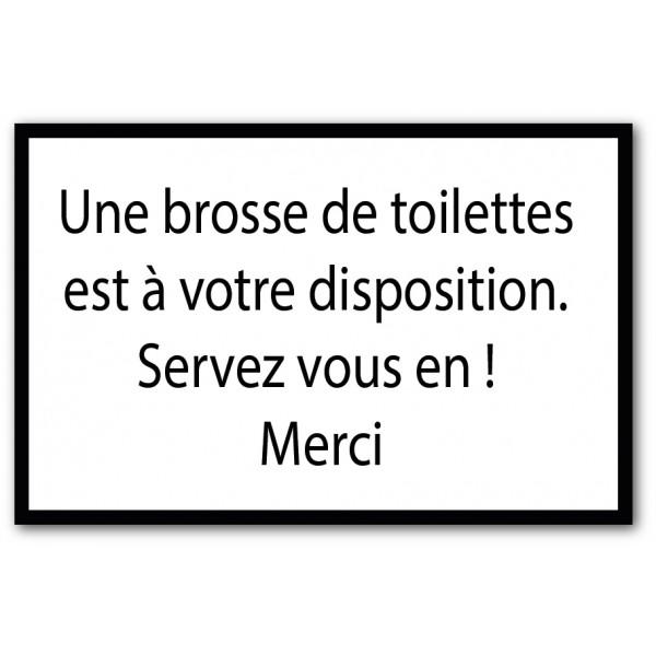 Utilisez la brosse de toilettes